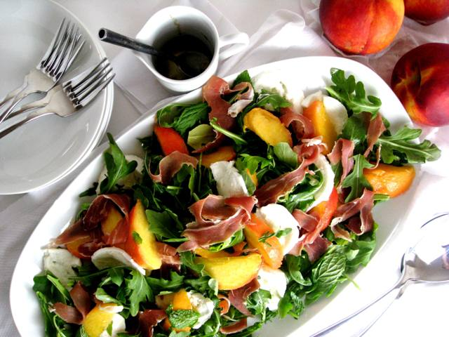 Peach, Prosciutto and Mozzarella Salad | Mybestdaysever.com