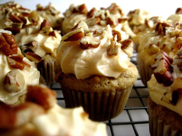 Pecan Cupcakes with Salted Caramel Frosting | Mybestdaysever.com