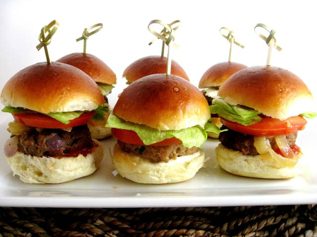 Big Day Sliders (Turkey and Beef Burgers) | Mybestdaysever.com